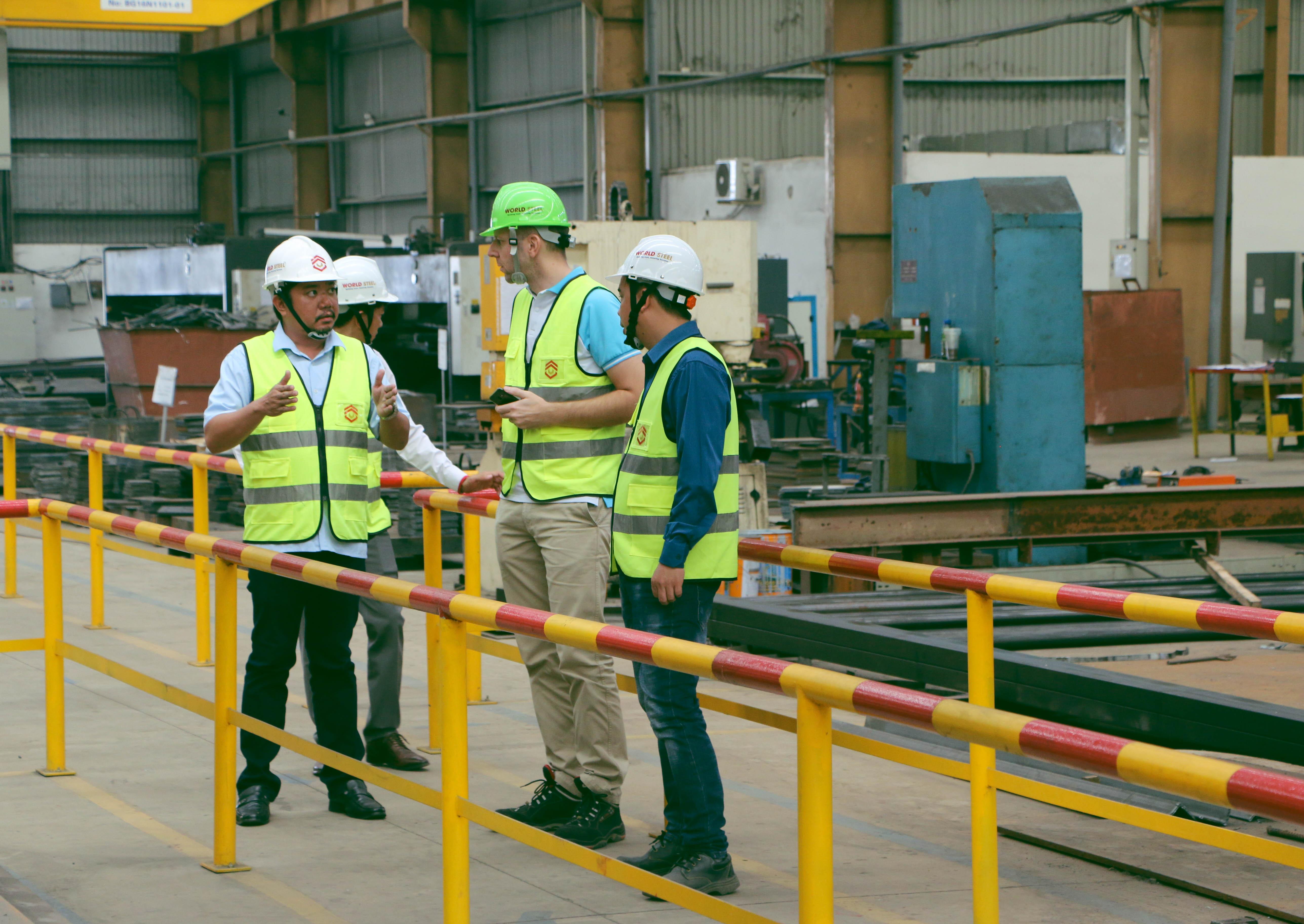 Các khách hàng nước ngoài đến quan nhà máy WorldSteel Group